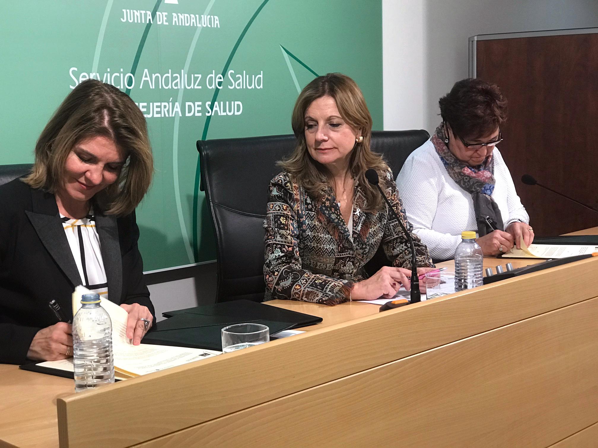 De izq. a dcha, Val Díez, directora de la Fundación Stanpa, Marina Álvarez, consejera de Salud de la Junta de Andalucía y Francisca Antón, gerente del Servicio Andaluz de Salud